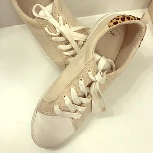 Gap sneaker with cheetah accent - Size 8
